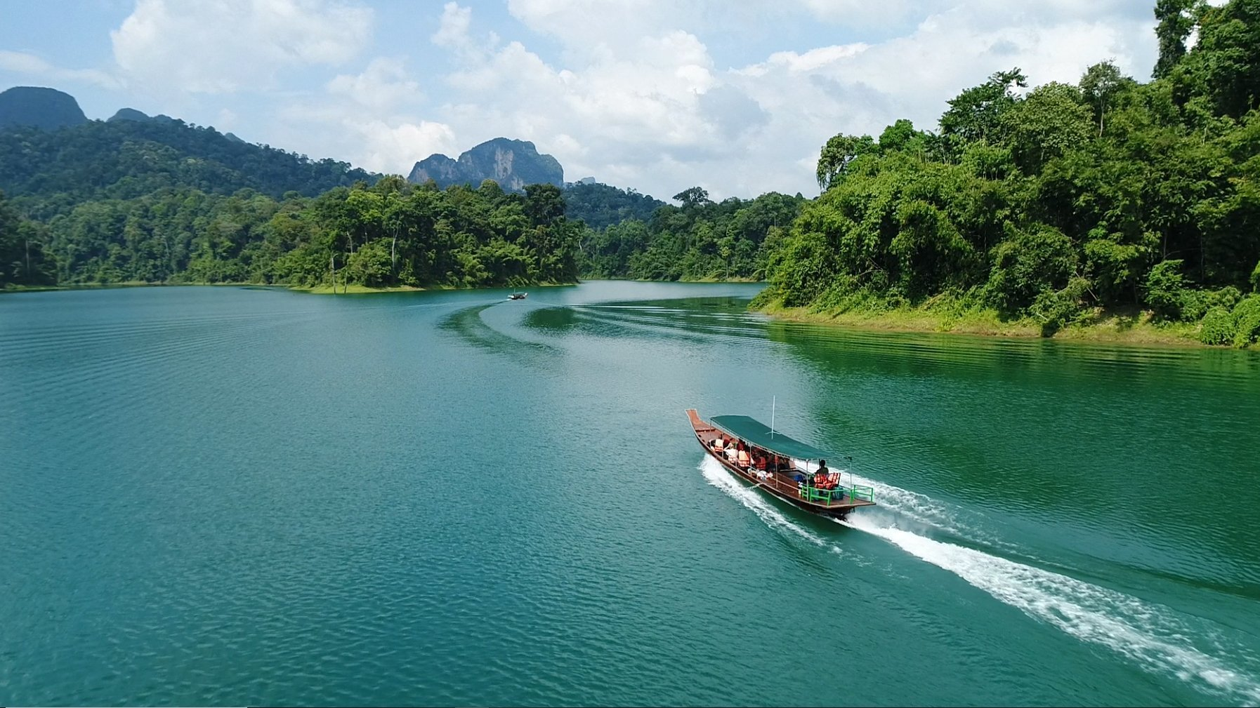 A Khao Sok National Park tour boating on Cheow Larn Lake